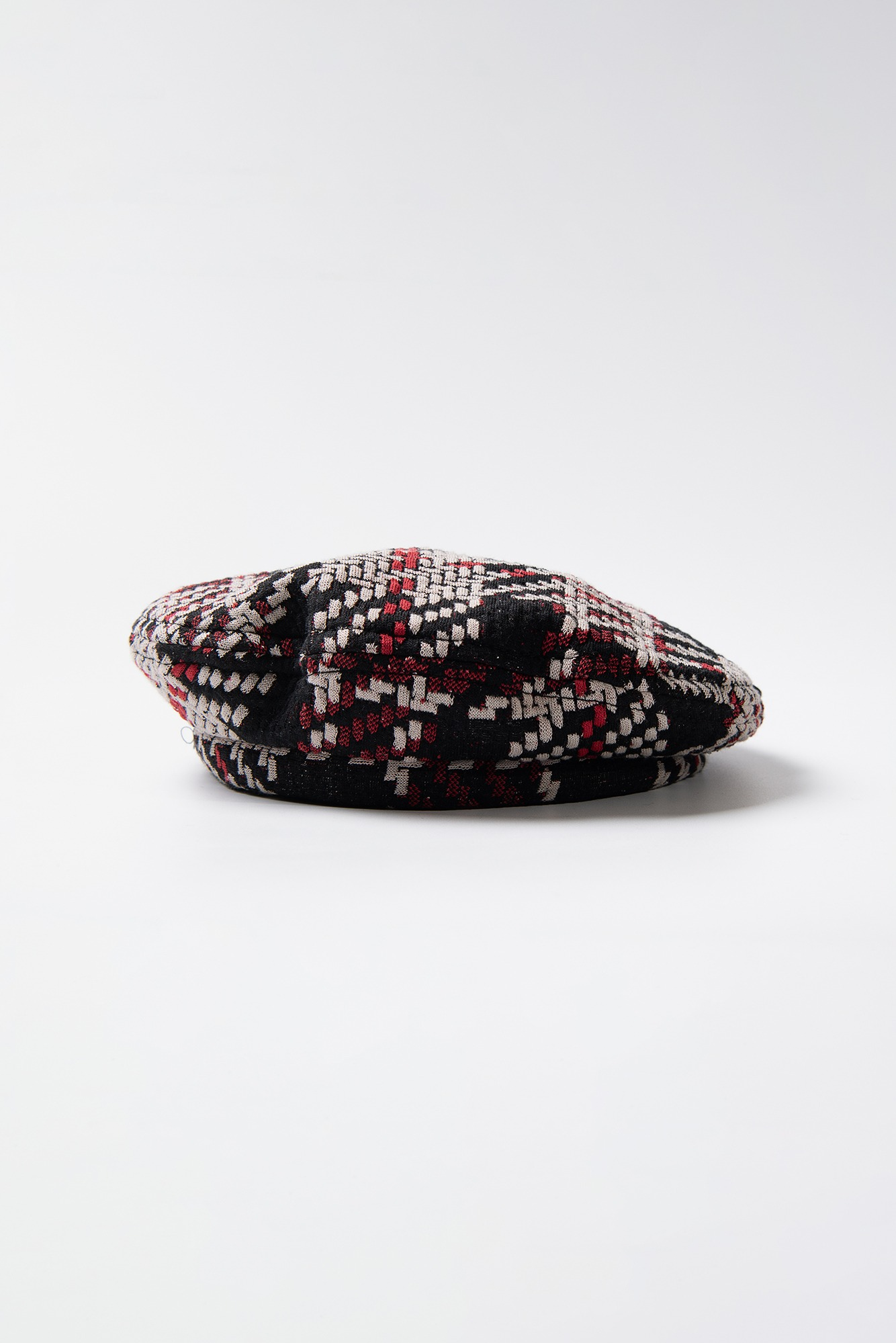 "ENGINEERED GARMENTS Beret ""Black/Red Tweed Knit"""